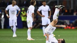 Gareth Bale melakukan pemanasan saat babak  extra-time melawan Atletico Madrid pada Final Liga Champions di San Siro Stadium, Milan, (29/5/2016) WIB. (AFP/Filippo Monteforte)
