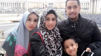 Sunan Kalijaga bersama istri, Heidy, putrinya, Salmafina Khairunnisa dan putra bungsunya. (Instagram)