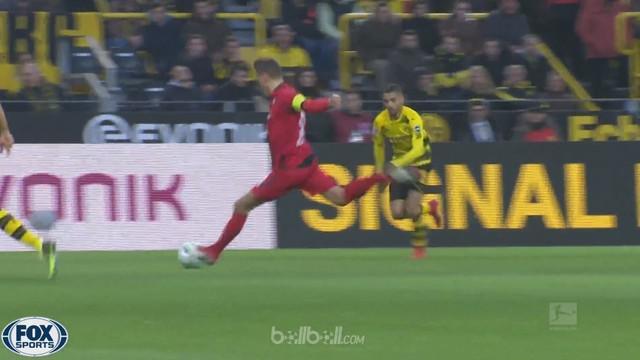 Borussia Dortmund kehilangan poin maksimal lagi seusai imbang 2-2 di kandang dari Freiburg, Sabtu (27/1). Shinji Kagawa membawa tu...