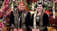 Setelah menjadi penantian panjang, akhirnya Kahiyang Ayu dan Bobby Nasution resmi menjadi sepasang suami-istri. Rabu, 8 November 2017, tepatnya pukul 09.26 WIB, kata 'SAH' sudah terucap untuk Kahiyang dan Bobby. (Instagram/iyummakeover)