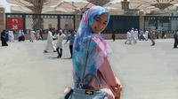 Tampilan hijab minimalis ini buat gaya Citra Kirana makin memesona. (Sumber foto: citraciki/instagram)