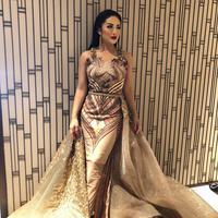 Dress warna gold motif batik. (Instagram/kd)