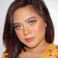 Makeup glowing ala Beauty Influencer Sarah Ayu. (Instagram/sarahayuh_).