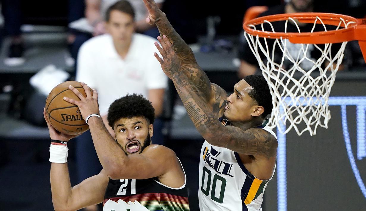 Pemain Denver Nuggets, Jamal Murray, berusaha mencetak poin saat menghadapai Utah Jazz pada ronde pertama playoff NBA musim 2020 di The Field House, Florida, Selasa (18/8/2020). Denver Nuggets menang 135-125 atas Utah Jazz. (AFP/Ashley Landis/Pool/Getty Images)