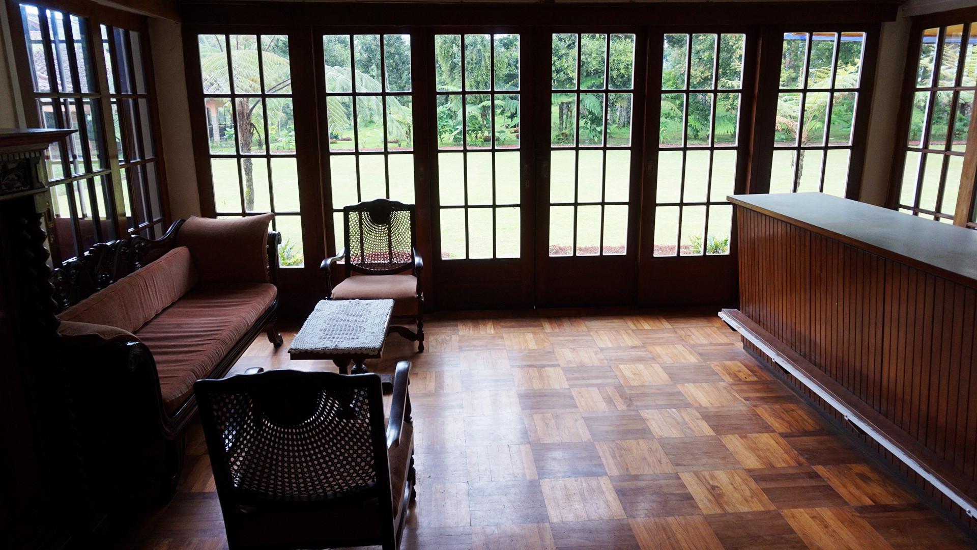 Sejumlah properti dari abad ke-18 dan 19 masih terawat dengan baik di rumah peninggalan Raja Teh Priangan, Karel Albert Rudolf Bosscha, di Pangalengan, Kabupaten Bandung, Jawa Barat. (Liputan6.com/Huyogo Simbolon)