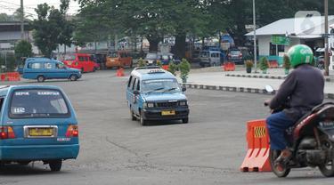 FOTO: Ada PSBB, Jumlah Penumpang Angkot di Depok Turun 20 Persen