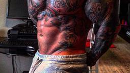 Sejak tahun 2013, Jens Dalsgaard melakukan latihan kebugaran yang lebih serius dari sebelumnya. Pria berusia 31 tahun  itu juga makan dengan porsi besar 9 kali perhari demi membentuk tubuh besar dan kekar. (dailymail.co.uk)