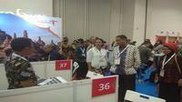 Menteri Pariwisata Arief Yahya mengunjungi booth Kementrian Pariwisata di Internationale Tourismus-Borse (ITB) Asia 2018, Marina Bay Sand, Singapura (18/10). Kunjungan ini sekaligus menjadi momentum mendorong wisata halal Indonesia.