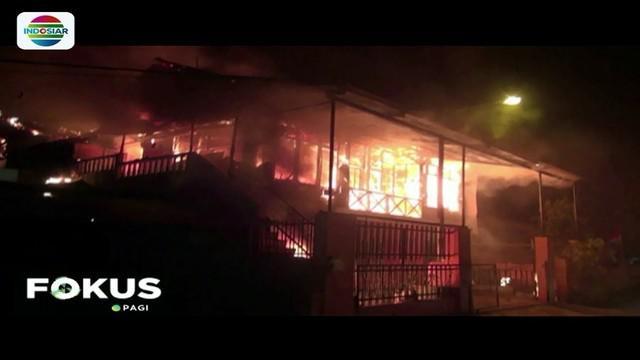 Sebuah rumah kontrakan terbakar di kawasan Berok Pusat, Kota Padang. Diduga terjebak di dalam, seorang bocah perempuan usia 5 tahun jadi korban dalam musibah tersebut.