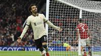 Penyerang Liverpool Mohamed Salah merayakan gol ketiganya ke gawang Manchester United dalam pertandingan Liga di Old Trafford, Minggu, 24 Oktober 2021. (Oli SCARFF / AFP)