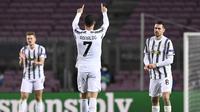 Pemain Juventus, Cristiano Ronaldo melakukan selebrasi usai mencetak gol ke gawang Barcelona, pada Matchday 6 Liga Champions 2020/2021, di estadio Camp Nou, Rabu (9/12/2020) dinihari WIB.  (AFP / Josep Lago)