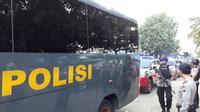 150-an napi teroris dari Rutan Mako Brimob tiba di Nusakambangan, Cilacap, Jawa Tengah. (Foto: Liputan6.com/Muhamad Ridlo)