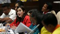 Ketua Umum Partai Solidaritas Indonesia Grace Natalie (ketiga kiri) memberikan pendapat saat RDP dengan Pansus RUU Pemilu, Jakarta, Rabu (8/2). Rapat tersebut membahas sistem pemilu dan ambang batas parlemen dan presiden. (Liputan6.com/Johan Tallo)
