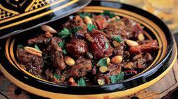 Negara-negara di Afrika Utara seperti Maroko hingga ke Alegria memiliki makanan khas yang biasa disebut Tagines.  Sebagian besar Tagines dimasak menggunakan daging dan sayuran dan kemudian disajikan dengan tempat yang unik.(mashada)