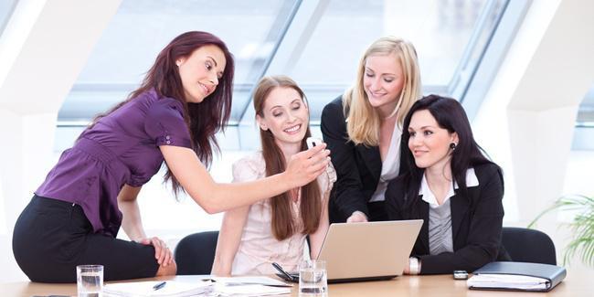 Jangan mengumbar kehidupan pribadi yang tidak perlu/copyright Shutterstock.com