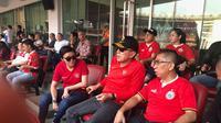 Calon Ketua Umum (Caketum) PSSI M Iriawan (tengah) saat menyaksikan laga Persija vs Persib di Stadion GBK, Rabu (10/7/2019). (Foto; Istimewa)