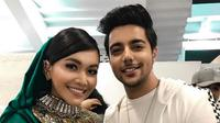 Siddharth Slathia menadak menjadi idola baru bagi warga Indonesia, mulai dekat dengan Denada sebagai teman duetnya. (Instagram/@SiddharthSlathia)