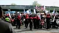 Peringati hari buruh, sejumlah daerah seperti Yogyakarta dan Sidoarjo menggelar aksi turun ke jalan.