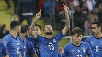 Bek kiri timnas Italia, Cristiano Biraghi, mendedikasikan golnya ke gawang Polandia untuk mendiang Davide Astori.  (AP Photo/Czarek Sokolowski)