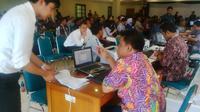 Ribuan Wajib Pajak menyesaki Kantor Pelayanan Pajak (KPP) Pratama Tanah Abang Dua, Jakarta Pusat.  (Fiki Ariyanti/Liputan6.com)