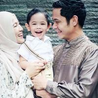 Pasangan Alyssa Soebandono dan Dude Harlino baru saja bertambah anggota keluarga. Anak kedua pasangan ini berjenis kelamin laki-laki dan diberi nama Malik Mahendra Harlino. (Instagram/ichasoebandono)