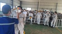 Dinas Ketenagakerjaan dan Transmigrasi (Nakertrans) Sulawesi Tengah memastikan seluruh Tenaga Kerja Asing (TKA) China yang bekerja di PT IMIP Morowali bebas dari Virus Corona. (Liputan6.com/ Heri Susanto)