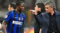 Pelatih Inter Milan, Jose Mourinho (kanan) memberi instruksi kepada strikernya asal Kamerun, Samuel Eto'o di laga penyisihan grup Liga Champions melawan Barcelona di San Siro, 16 September 2009. AFP PHOTO / Christophe Simon