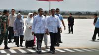 Presiden Jokowi tiba di Bandara disambut Gubernur NTB Zulkieflimansyah dan Wagub NTB Sitti Rohmi Djalillah. (Dok: Pemprov NTB)