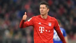 1. Robert Lewandowski (31 gol) - Lewandowski mencetak gol ke-31 nya saat laga Bayern Munchen melawan Werder Bremen di pekan ke-32 Bundesliga. Pemain asal Polandia ini semakin memimpin top skor Bundesliga musim ini. (AFP/Christof Stache)