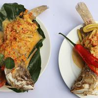 Hidangan ikan Finalis Lomba Masak Ikan Nusantara dalam acara Taste of Indonesia di Lippo Mall Kemang, Jakarta, Jumat (11/8). Sepuluh koki terbaik berasal dari Batam, Gorontalo, Biak Papua, Jakarta, dan Pontianak. (Liputan6.com/Immanuel Antonius)