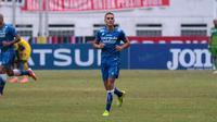Diogo Ferreira saat membela Persib Bandung di Stadion Wibawa Mukti, Cikarang, Sabtu (1/10/2016). (Bola.com/Nicklas Hanoatubun)