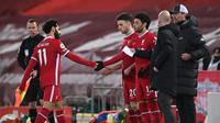 Momen Mohamed Salah ditarik keluar dalam laga antara Liverpool kontra Chelsea di Anfield, Jumat (5/3/2021) dini hari WIB. (LAURENCE GRIFFITHS / POOL / AFP)