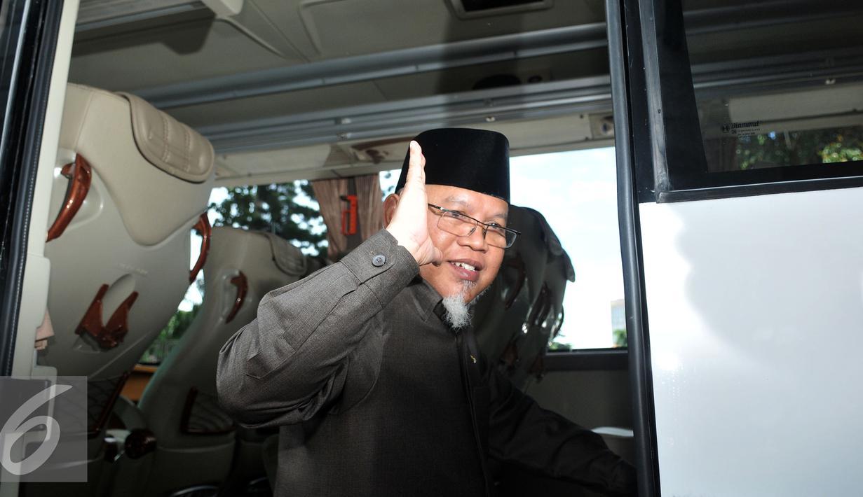 Ketua MKD, Surahman Hidayat usai bertemu dengan Kapolda di Polda Metro Jaya, Jakarta, Senin (1/3). Tujuan MKD bertemu dengan Kapolda Metro Jaya Irjen Tito Karnavian mengklarifikasi penahanan Fanny S atau Ivan Haz. (Liputan6.com/Johan Tallo)