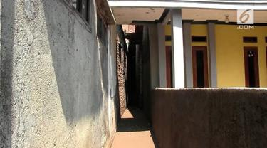 Sempat viral rumah Eko Purnomo di Bandung yang seluruh sisinya tertutup bangunan tetangga, kini akses keluar rumahnya mulai terlihat.