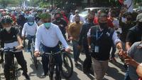 Akhyar Nasution-Salman Alfarisi bersepeda ke Kantor KPU Medan untuk daftar Pilwalkot Medan.