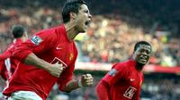 Cristiano Ronaldo of Manchester United celebrates with teammate Patrice Evra after scoring the second goal from the penalty spot during the Premier league football match against Everton at Old Trafford Manchester, 23 December 2007. AFP PHOTO/ANDREW YATES.