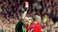 Selain itu, Keane juga pernah melakukan tekel brutal yang membuat pemain Manchester City, Alf-Inge Haaland, mengalami patah kaki. (AFP/Robin Parker)