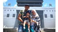 6 Potret Bek Persebaya Andri Muliadi Bareng Keluarga, Selalu Mesra (sumber: Instagram.com/andrimuliadi04)
