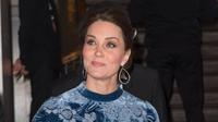 Duchess of Cambridge, Kate Middleton menghadiri sebuah acara kerajaan di sela kunjungannya di Stockholm, Swedia, 31 Januari 2018. Namun sayang, penampilan Kate dengan dress seharga Rp 51 juta itu justru dibanjiri kritikan pedas netizen. (AP Photo)