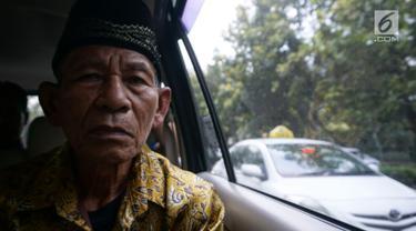 Dalijan (77) veteran asal Yogyakarta mendapat kesempatan untuk memenuhi keinginannya saat berkunjung ke Jakarta, Jumat (10/11). Apresiasi ini merupakan program yang diinisiasi Kementerian BUMN RI dan PT. BNI Tbk untuk para veteran. (Liputan6.com/Riki)