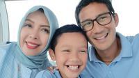 Sandiaga Uno mengajak istri dan putra bungsunya ke Singapore Flyer. (dok. Instagram @sandiuno/https://www.instagram.com/p/B0dD5Yih44S/Putu Elmira)