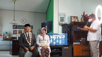 Pernikahan lansia di Malang disiarkan live via Zoom