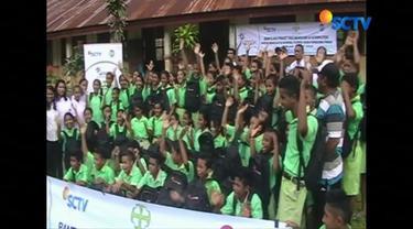 Raut wajah bahagia terpancar dari para pelajar SD dan SMP di Nusa Tenggara Timur, saat mendapat bantuan alat sekolah dari pemirsa SCTV dan Indosiar melalui Yayasan Pundi Amal Peduli Kasih (YPAPK).