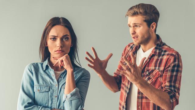 Pasangan bertengkar
