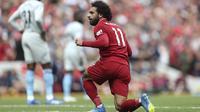 Penyerang Liverpool, Mohamed Salah, melakukan selebrasi usai mencetak gol ke gawang West Ham pada laga Premier League di Stadion Anfield, Minggu (12/8/2018). Liverpool menang 4-0 atas West Ham. (AP/David Davies)
