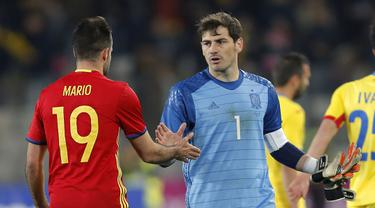 Iker Casillas tampil sebagai starter saat Spanyol bermain imbang melawan Rumania 0-0 pada laga persahabatan di Stadion Cluj Arena, Cluj, Senin (28/3/2016) dini hari WIB. (EPA/Robert Ghement)