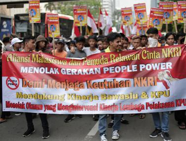 Tolak People Power, Mahasiswa dan Pemuda Relawan Gelar Aksi di Depan Bawaslu