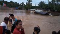 Luapan banjir yang melanda Bengkulu mengakibatkan ratusan rumah mengalami rusak dan hilang terbawa arus (Liputan6.com/Yuliardi Hardjo)
