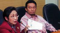 Menkes Endang Rahayu Sedianingsih ketika mengumumkan hasil penelitian susu formula bayi di Jakarta.Menurut Kemenkes produk susu formula bayi yang diteliti selama 2008-2011, dikategorikan aman.(Antara)