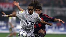 Edgar Davids. Ia dinyatakan positif menggunakan steroid nandrolone saat berseragam Juventus pada musim 2000/2001, tepatnya pada 4 Maret 2001 usai menang 2-0 atas Udinese di Liga Italia. Awalnya dijatuhi hukuman 16 bulan, akhirnya menjadi 4 bulan usai melakukan banding. (Foto: AFP/Gabriel Bouys)